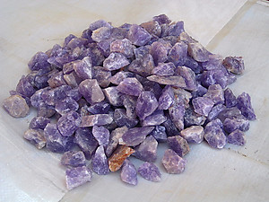 Amethyst Tumbling Rough - Gem Decor Rough (5-30g) 500Kg (1100LBS) - 1/2 Pallet (100 Bags)
